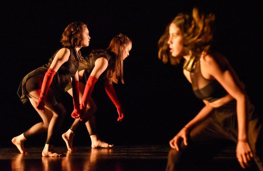 Chorégraphie d'Annie Gagnon (mai 2016) Interprètes : Eloïse Bastien, Cassandra Soenen, Silvia Sanchez Photo : Maxime Côté